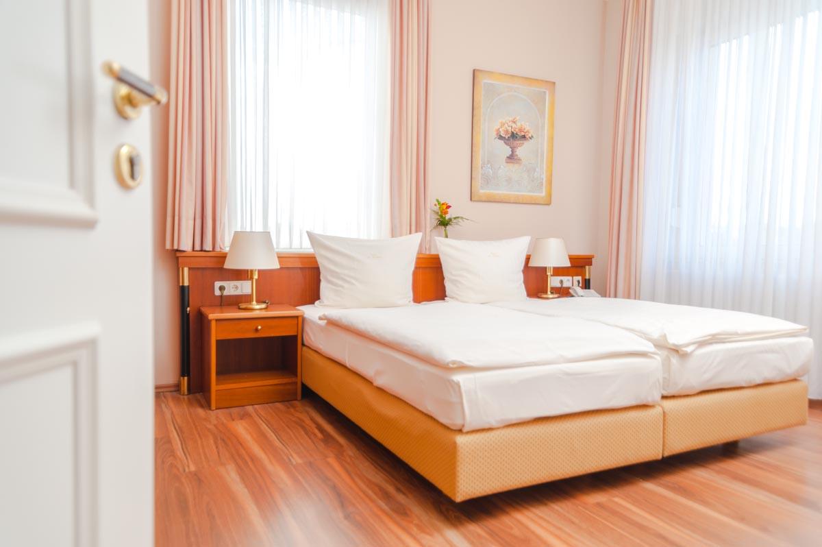 unsere Zimmer - Hotel-Restaurant am Fuhrkamp / Langenfeld Rheinland